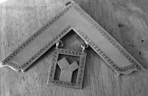 Photograph of the IPM jewel showing Pythagoras' theorem